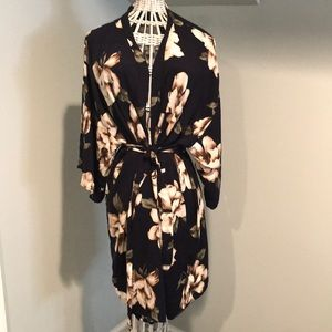 Pink blush navy floral robe size large